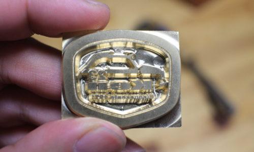 真鍮製のチンクエチェントの焼印