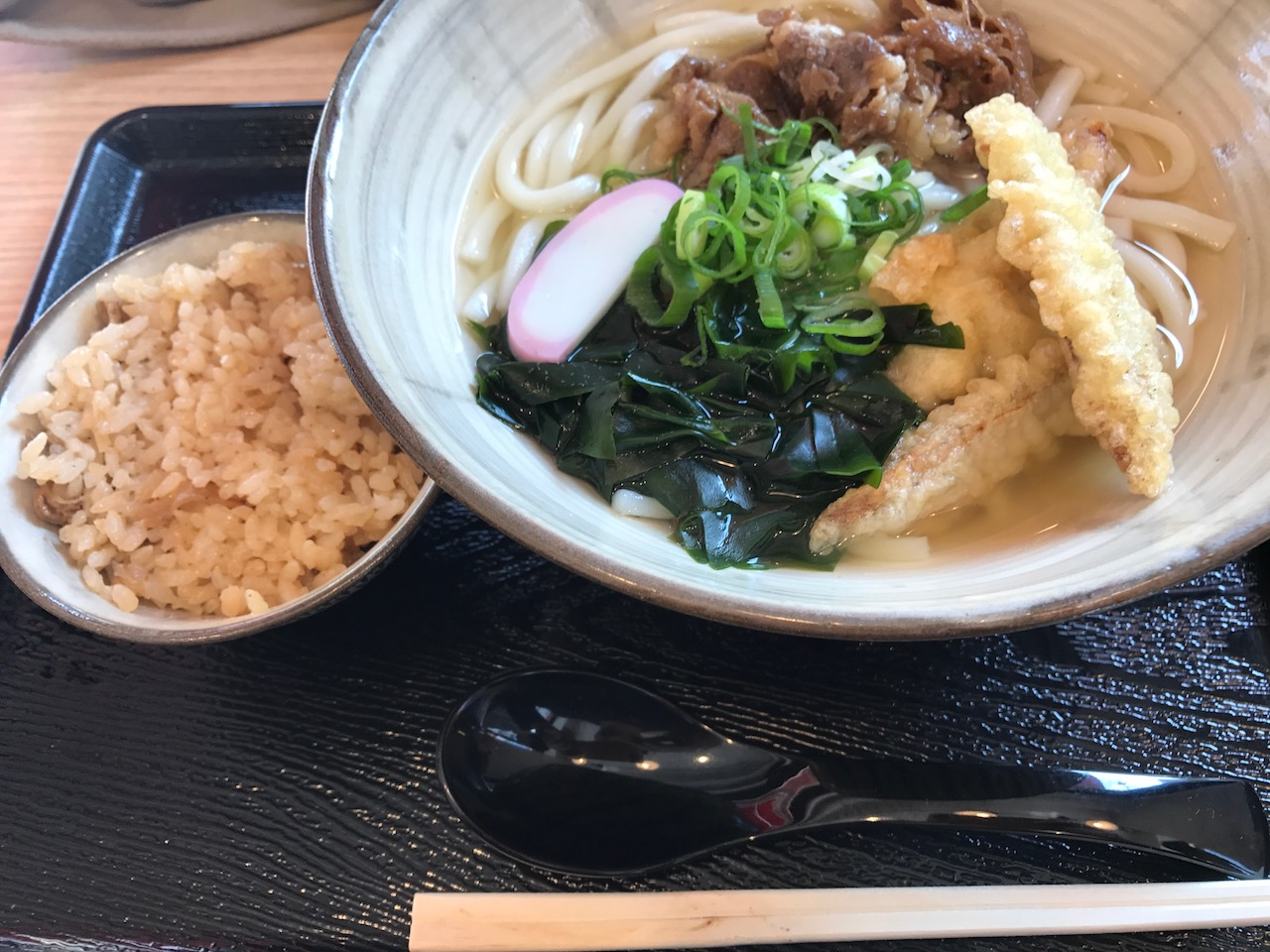 【博多うどん・よかよか@虎ノ門】出汁がおいしいおうどんあり!