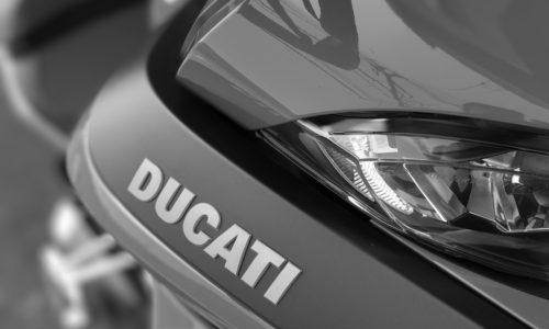 ムルティストラーダ1200Sのモノクロ