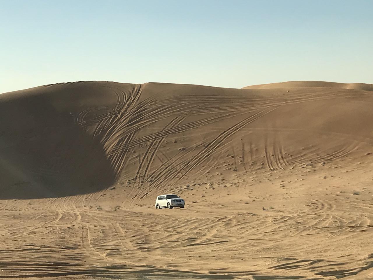 『デザートサファリツアー@ドバイ』4WDで砂漠を駆け抜け、ラクダに乗ったり、水タバコまで体験できる最高ツアー!!