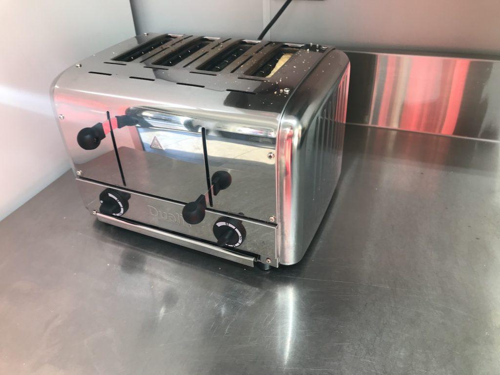 トースターは4人分が一気に焼ける
