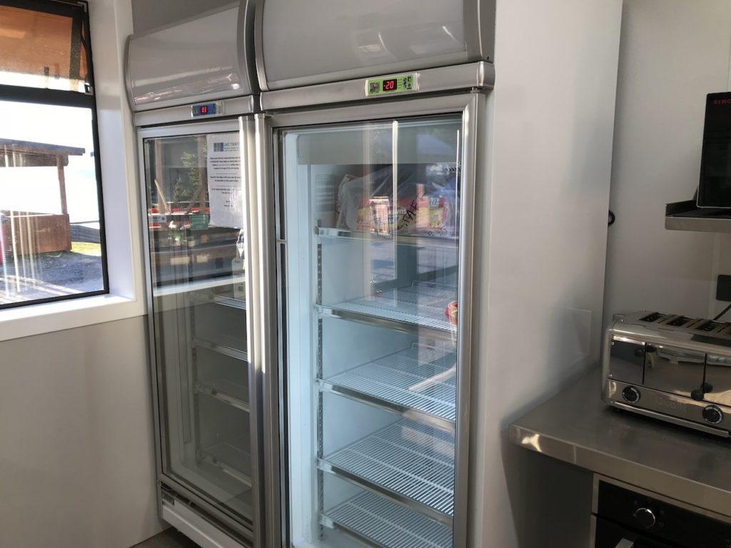共有の冷蔵庫には名前を書いて入れる