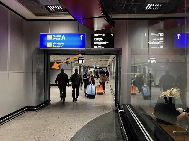 フランクフルト空港のロッカーまでの道順
