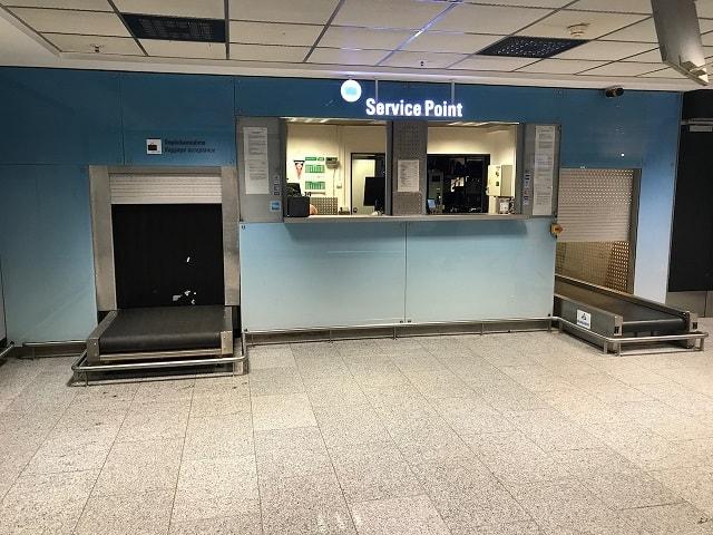 フランクフルト空港の荷物一時預かり所のカウンター