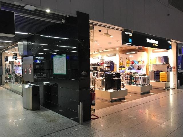 フランクフルト空港のルフトハンザ航空の大きいショップ